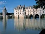Роза ветров.  На протяжении столетий на берегах французской реки Луары разыгрывались самые знаменательные эпизоды в...