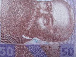 Курс гривны под конец недели продолжил падать к евро и канадскому доллару