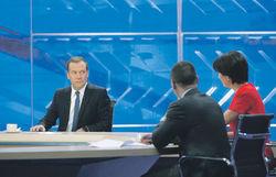 Как премьер Медведев показал чудеса арифметики, превратив минусы в плюсы