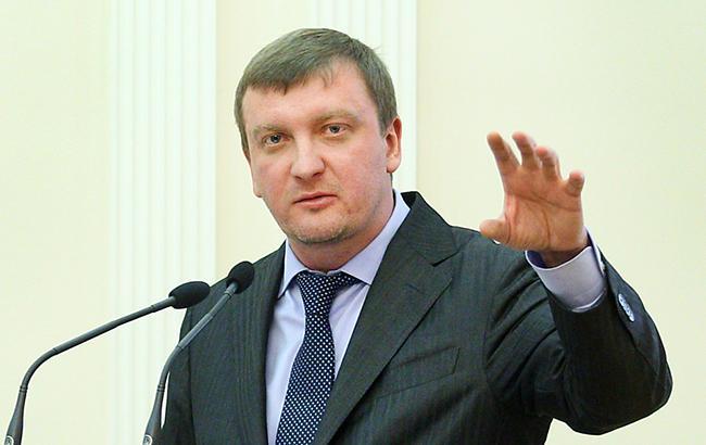 Падение курса рубля и далее будет иметь место – Греф