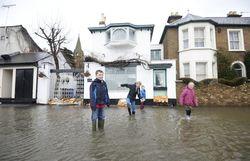 Мэр Лондона заверяет, что столица Великобритании готова к наводнению