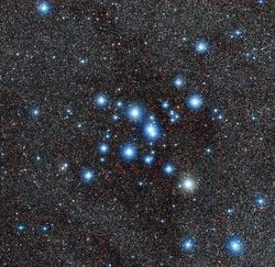 Обсерватория La Silla опубликовала снимок яркого скопления звезд Messier 7