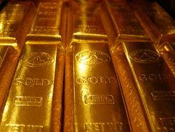 Золото поднялось в цене до трёхмесячного максимума