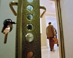 Имеющего российское гражданство узбека выгнали со съемной квартиры в Подмосковье
