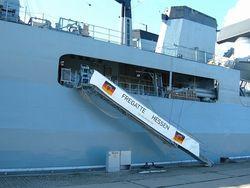 Корабли ВМС Германии топят лодки контрабандистов в Средиземном море