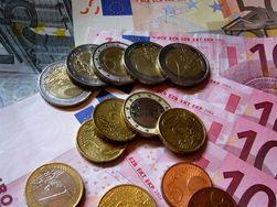 Курс евро на Forex растет к доллару во второй половине дня