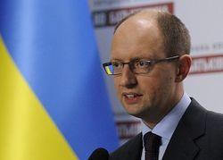 Яценюк показал пример чиновникам, вылетев в ЕС эконом-классом