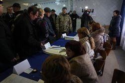 Порошенко вылетел в зону АТО проконтролировать ход выборов