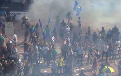 Митингующие возобновили атаку на милицию на Грушевского