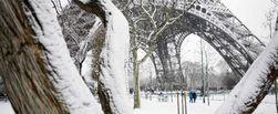 Небывалый снегопад засыпал Францию
