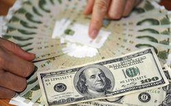 Рубль начал неделю падением на 110 копеек относительно доллара США