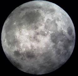 Ночь «голубой Луны» опустилась на Землю