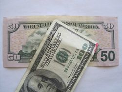 Курс доллара США снизился к мировым валютам на фоне слабых данных по импорту