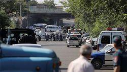 В Ереване мятежники отпустили всех заложников