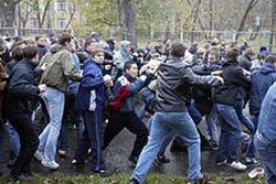 """Полиция Москвы пресекла массовую драку вблизи стадиона """"Лужники"""""""