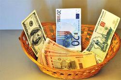 Центробанк снизил курсы доллара и евро к рублю на Форекс