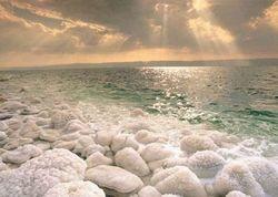 Ученые обеспокоены уровнем воды в Мертвом море