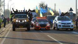 "Автомайдан передал Януковичу ""повестку на народный суд"" через ""Беркут"""