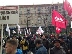 Противостояние в Киевсовете перекинулось на улицу - люди перекрывают Крещатик