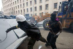 """Украина: жители Винницы блокировали выезд """"титушек"""" на Киев"""