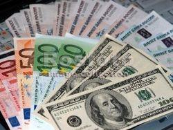 Рубль на Форексе в начале дня упал на 10 коп к доллару и на 7 коп к евро