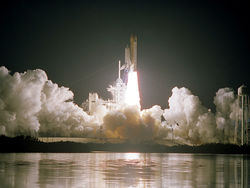 Запуск космогрузовика SpaceX остановили за миг до старта