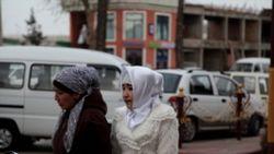 Студентку колледжа в Фергане заставили снять платок