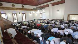 В Оше юноша, пришедший в мечеть в шортах, стал инвалидом