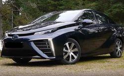 Toyota несколько лет производит автомобиль на водороде