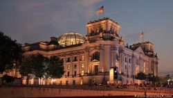 Здание бундестага ФРГ