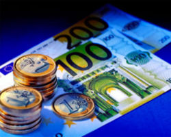 Курс евро на Forex понизившись, торгуется у отметки 1.3520