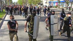 Центр и местные власти обещают навести порядок в Донецке «в ближайшее время».