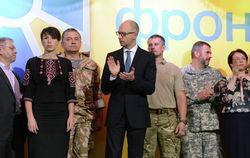 """Партии Яценюка """"Народный фронт"""" доверяют все больше украинцев"""