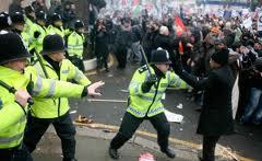 Массовые акции протеста охватили весь мир