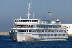 Украинский круизный лайнер «Генерал Ватутин» сбежал в Россию?