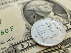 Рубль слабнет: из банков России возобновился масштабный отток валюты