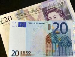 Курс доллара продолжает падение к евро и британскому фунту