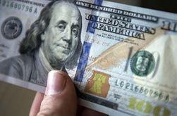Рубль снижается к основным мировым валютам