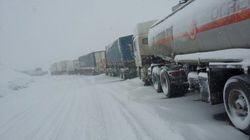 Власти Киева разрешили въезд грузовиков