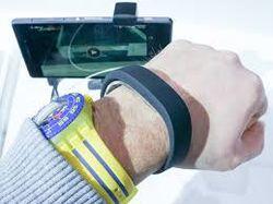 Sony представила «умный» браслет SmartBand SWR10