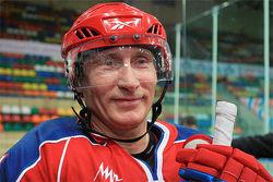 Путин в Сочи вышел на лед со «Звездами Ночной хоккейной лиги»