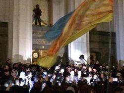 Правый сектор в Киеве штурмует Верховную Раду
