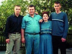 Активисты обнаружили центр обналички финансов семьи Януковича