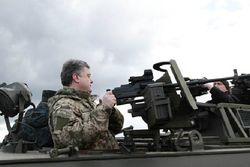 Порошенко и Аваков проинспектировали пулеметы для сил АТО