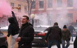 В Санкт-Петербурге консульство Украины забросали костями