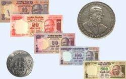 Индийская рупия упала до очередного минимума к доллару США