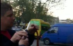 В Тбилиси байкеров из РФ заставили срезать ножом георгиевские ленты