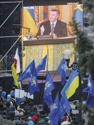 Янукович пытается усидеть на двух стульях – российские СМИ