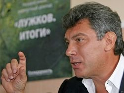 Почему мировые цены на нефть падают, а бензин в России дорожает – Немцов