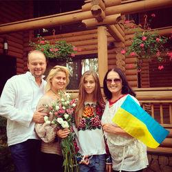 Российских блогеров возмущают фото Софии Ротару с украинским флагом